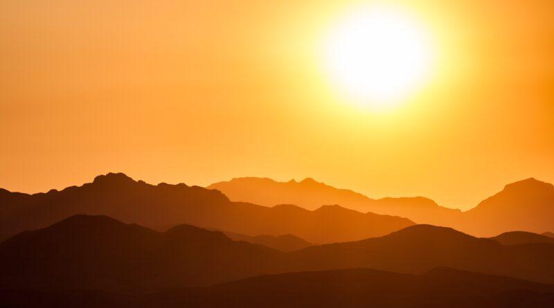 Sunce iznad planina