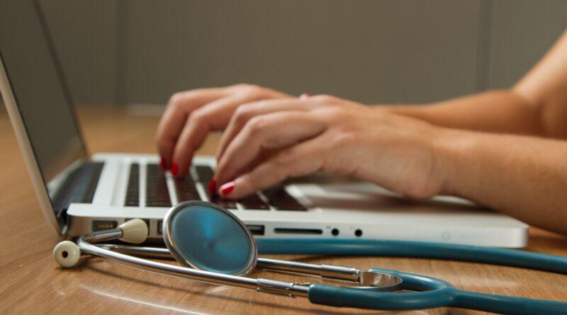 Doktor za laptopom